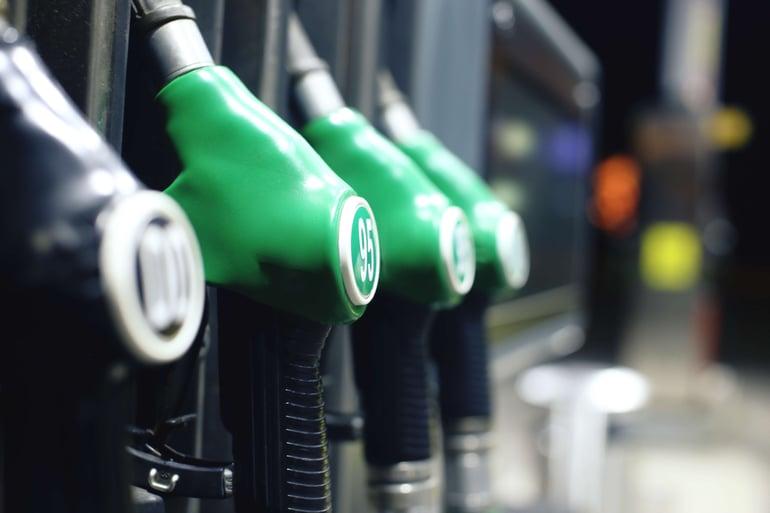 AdobeStock_96544734 -fuel pump green-minimized-1